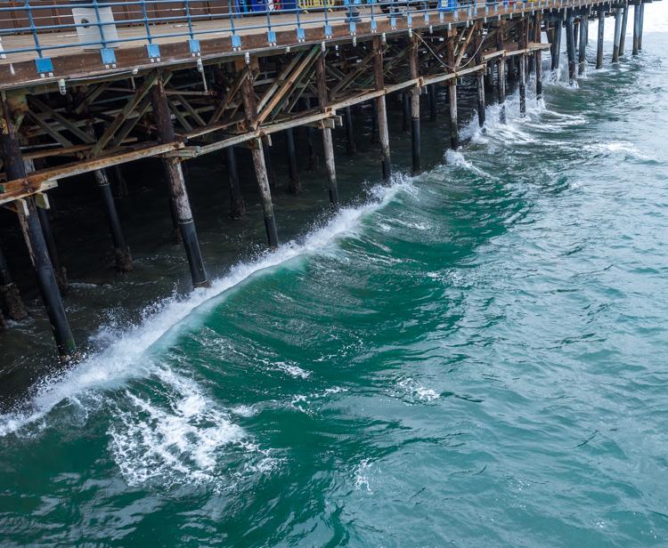 Aallot Santa Monica Pier:illä